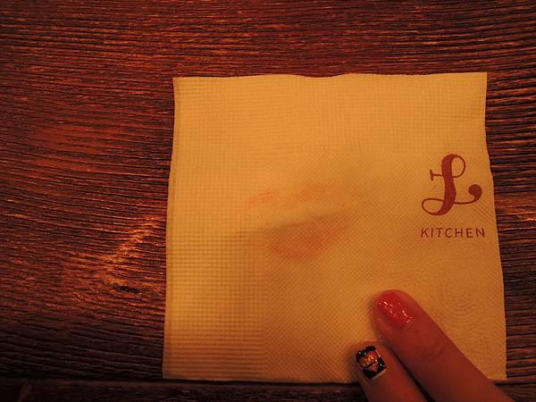 餐巾紙與我的唇印.JPG