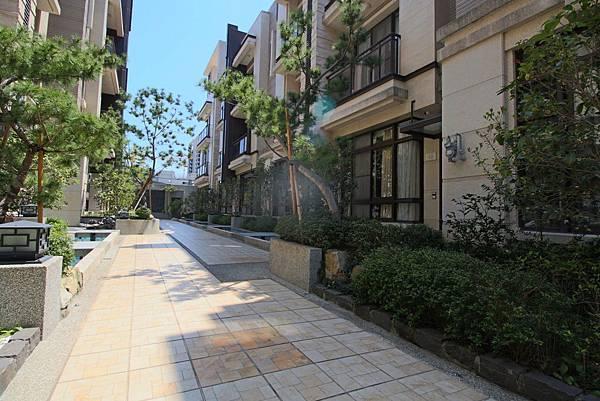 磐峰新安街電梯雙車位別墅2498萬_8683.jpg