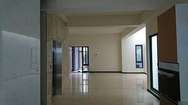 !東英十五街電梯別墅3380密碼7622_4981.jpg