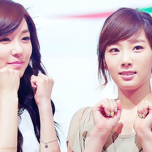 snsd__tiffany__taeyeon_by_anna06i-d47vyde