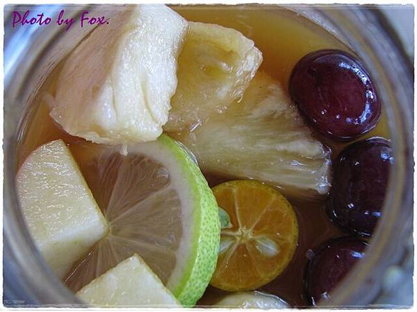 水果滿滿的水果茶!!讚!