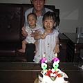 阿公跟兩個寶貝孫女