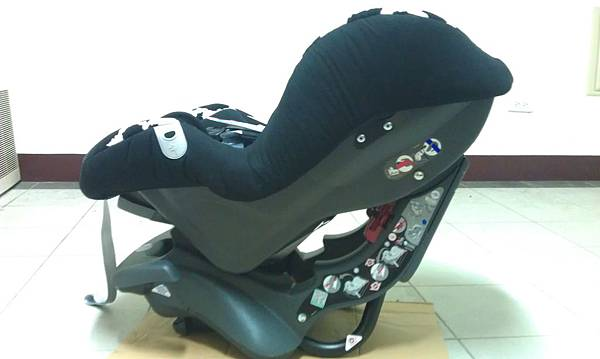 安全座椅向車尾 + 第5段傾斜度
