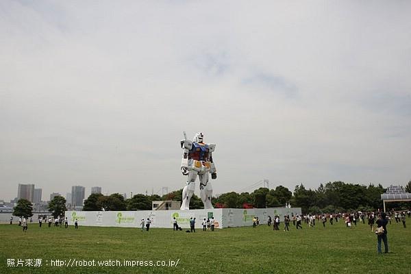 06.鋼彈站立於芝生公園內.jpg