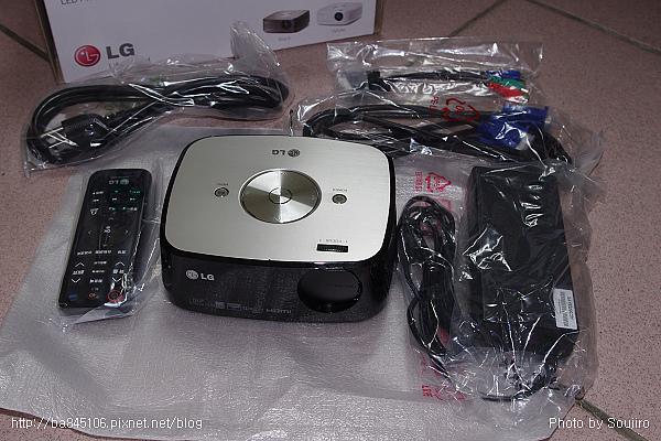 LED攜帶型投影機.LG HX300 (8).jpg