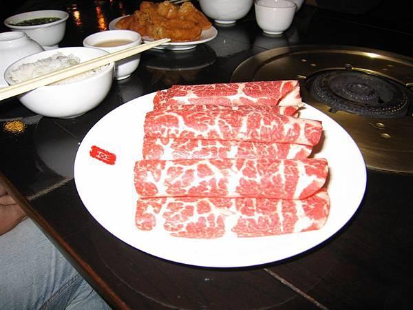 好吃的牛肉,學姊還會包肉捲給我們吃