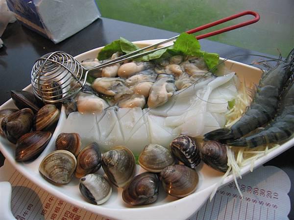 我的海鮮鍋(把魚片換成蛤蜊)