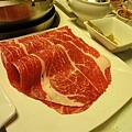一樣是好吃但不知名的肉你看看有多大片