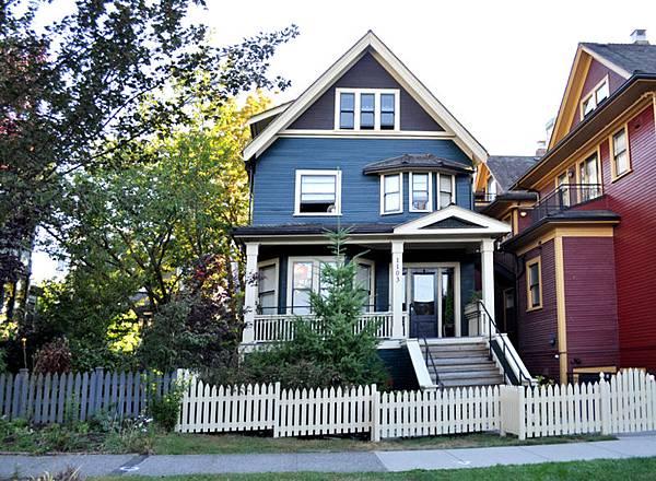 Vancouver-House-by-Joe-Mabel.jpg