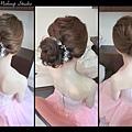 最近新娘們最愛指定造型之一 輕柔自然鬆鬆線條低盤髮 用於進場造型是非常適合滴喲~