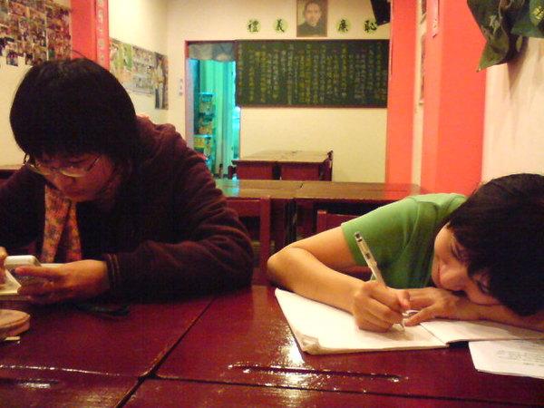 小學生的桌子