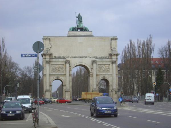 馬克西米連大學外的拱門--是凱旋門嗎?