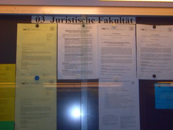 馬克西米連大學內法律系公告欄