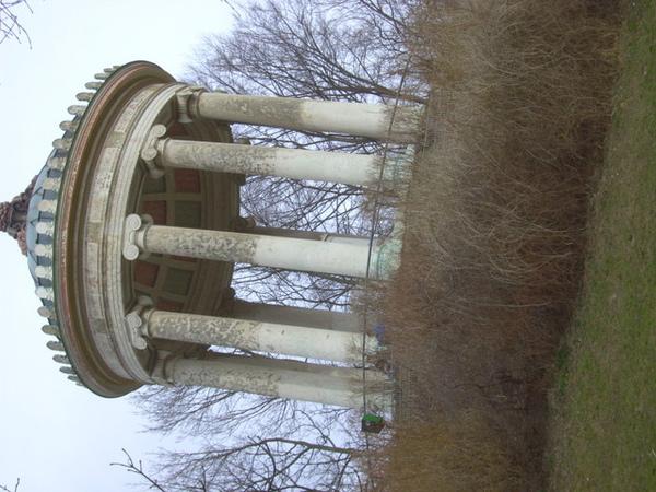 英國公園內的小涼亭--風超大的