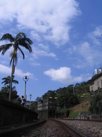 天空變藍了