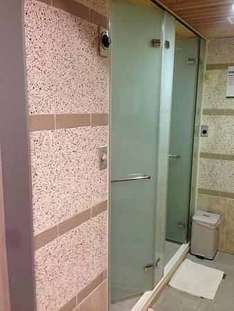 12蒸氣室與浴室.JPG