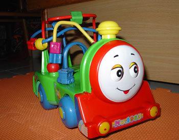 買奶粉送,很吵的串珠火車