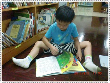 小孩看書.jpg