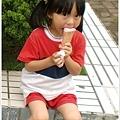 可愛小孩吃冰淇淋