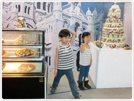 小朋友看蛋糕展覽
