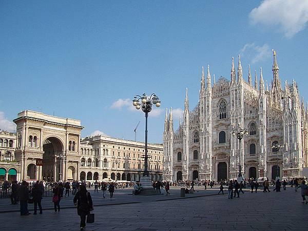 800px-Milano_piazza_Duomo