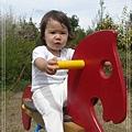 米米騎木馬.jpg