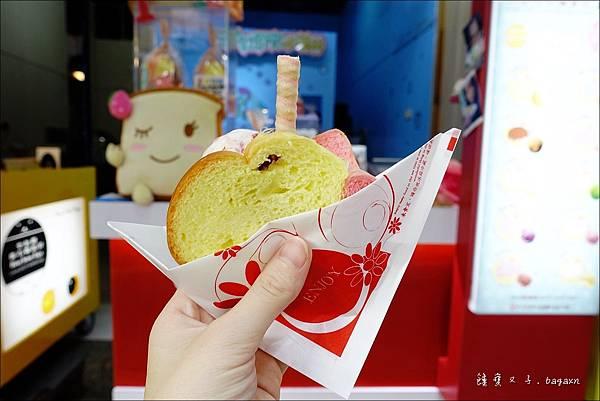 COLOR GAMES 三色吐司夾冰淇淋 (9).JPG