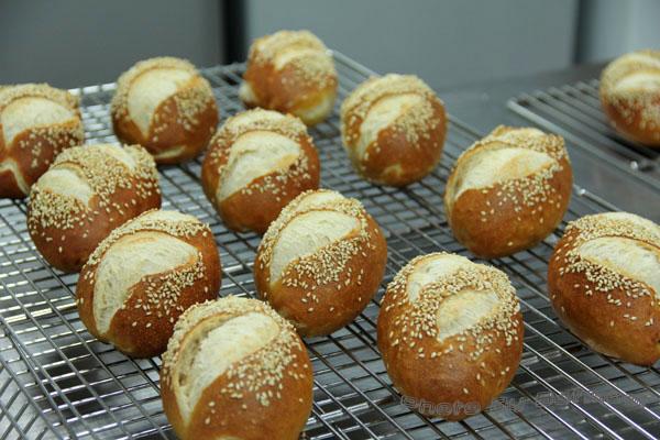 石臼德國鹼麵包-006