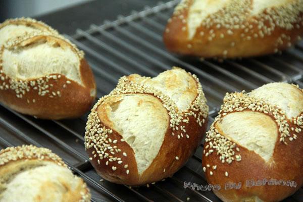 石臼德國鹼麵包-010