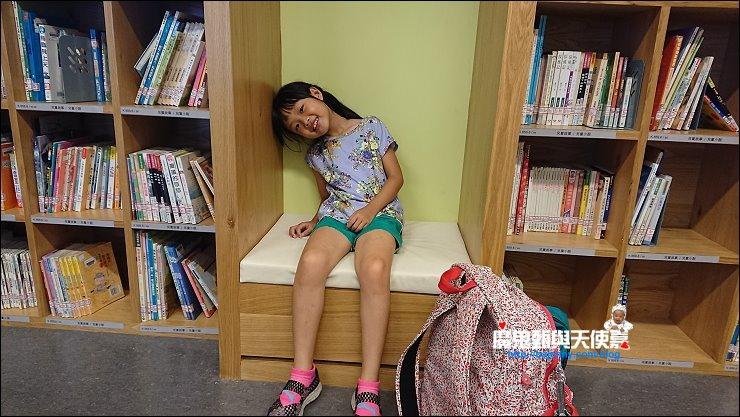 溜滑梯圖書館