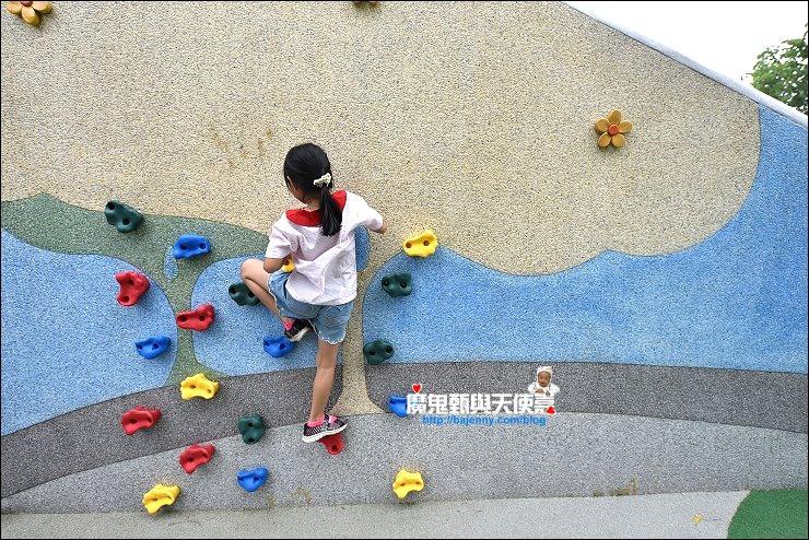 台灣黑熊溜滑梯
