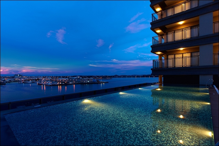 高空泳池(夜)