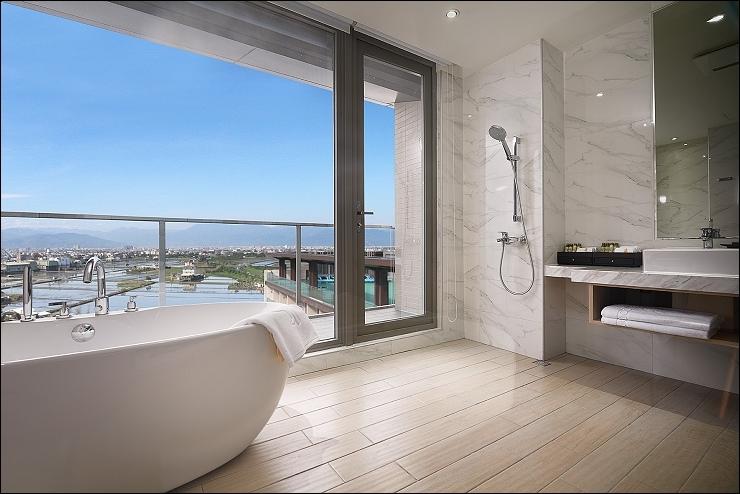 舞 山景家庭房-浴室