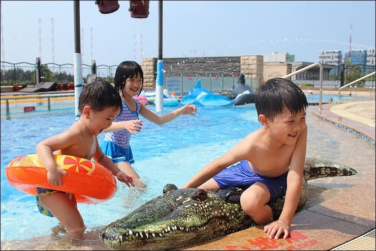 兒童泳池戲水.jpg