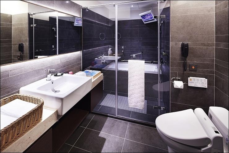 客房浴室(有浴缸).jpg