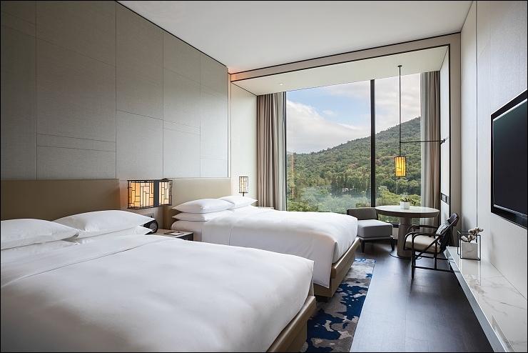 Guestroom_Premier_Double_1504.jpg