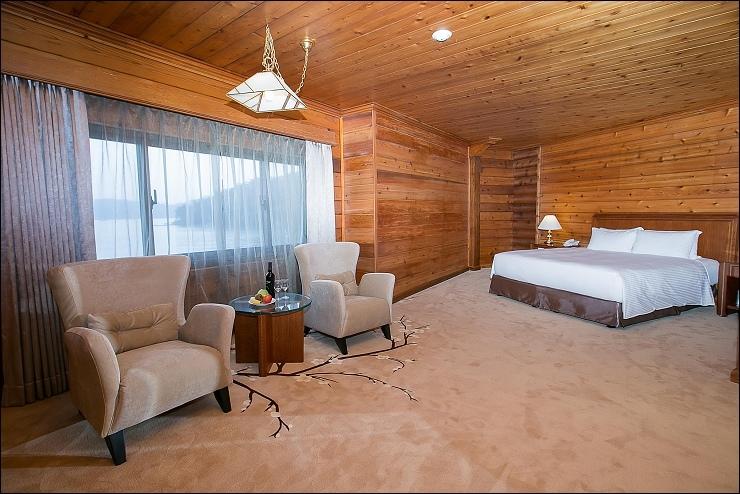 豪華湖景雙人房一大床