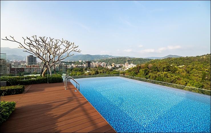 台北士林萬麗酒店 頂樓無邊際泳池_02.jpg