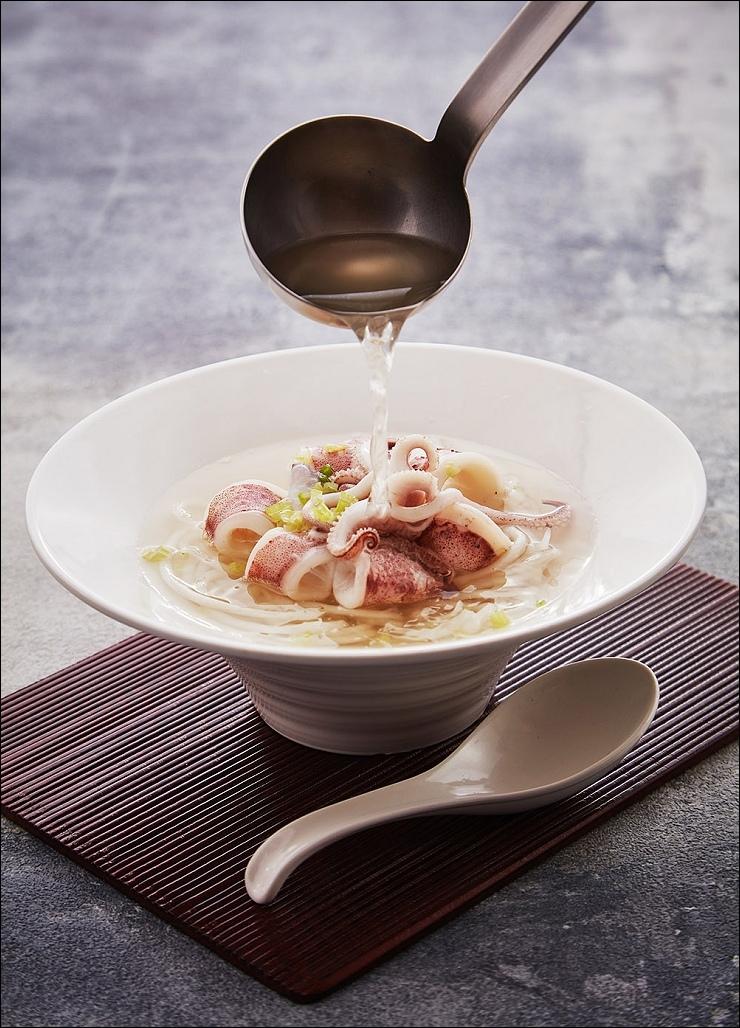 遠東Cafe將台南著名小吃在早餐供應_小卷米粉.jpg