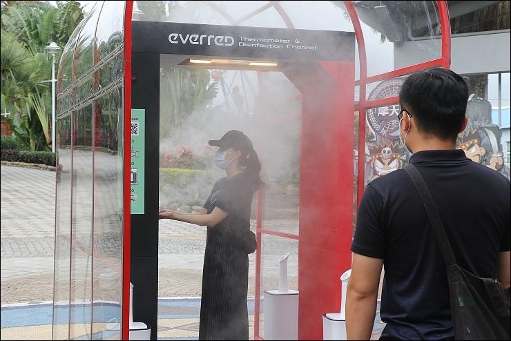 國家級防疫門,遊客全身消毒及量測體溫一次搞定.jpg