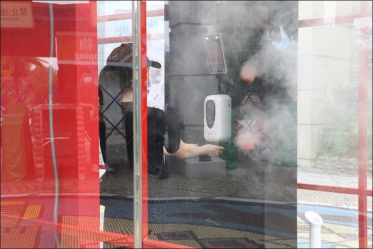國家級防疫門,遊客全身消毒及量測體溫一次搞定 (1).jpg