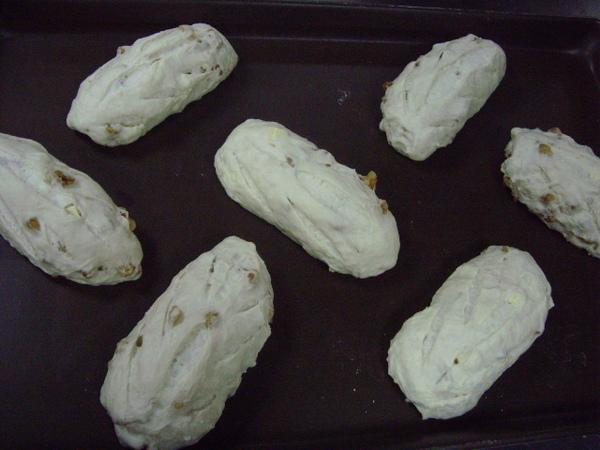 A5.最後發酵完成、麵團上斜刀、進烤箱200度、烤10分鐘、掉頭在烤8分鐘.JPG