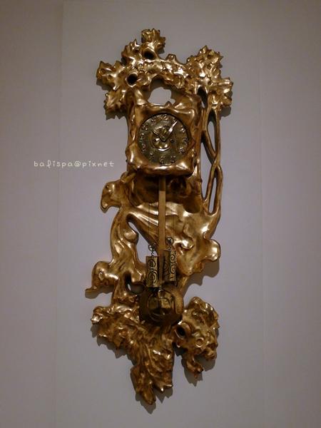 高第設計的鐘