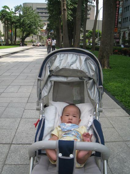 陪爸媽綠園道散步.jpg