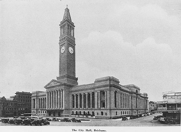 800px-StateLibQld_1_190023_City_Hall_in_Brisbane_around_ca._1930