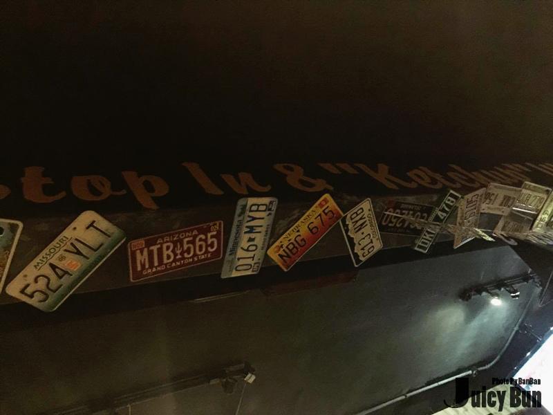 天花板車牌