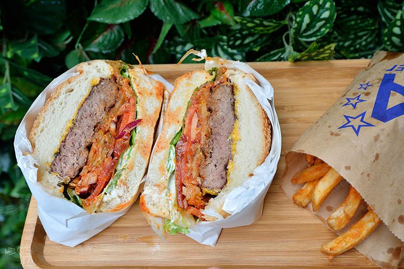 台北東區韓式烤肉泡菜堡:Triple A Burger 韓國來台,供應WIFI插座無服務費,捷運忠孝敦化站餐廳