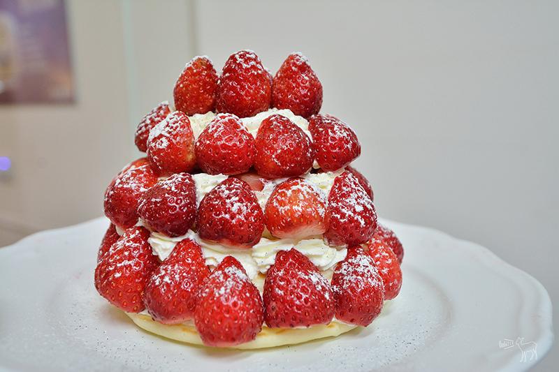 微淇甜蜜屋 草莓森林鬆餅塔,用掉一整盒的草莓!草莓霜淇淋,板橋南雅夜市美食甜點