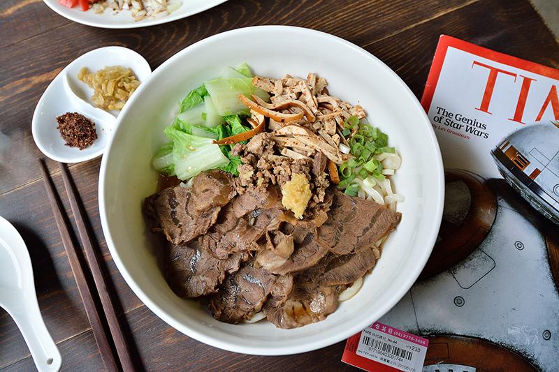賣牛肉麵與甜點的好物咖啡館:捷運南京復興 中山國中站美食