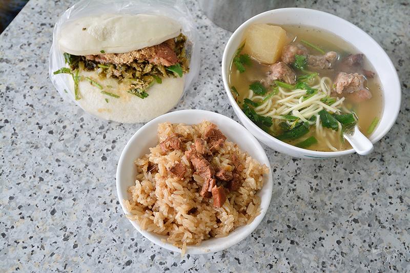 台式早餐:艋舺阿萬油飯 割包 排骨酥麵-台北萬華有名老店小吃
